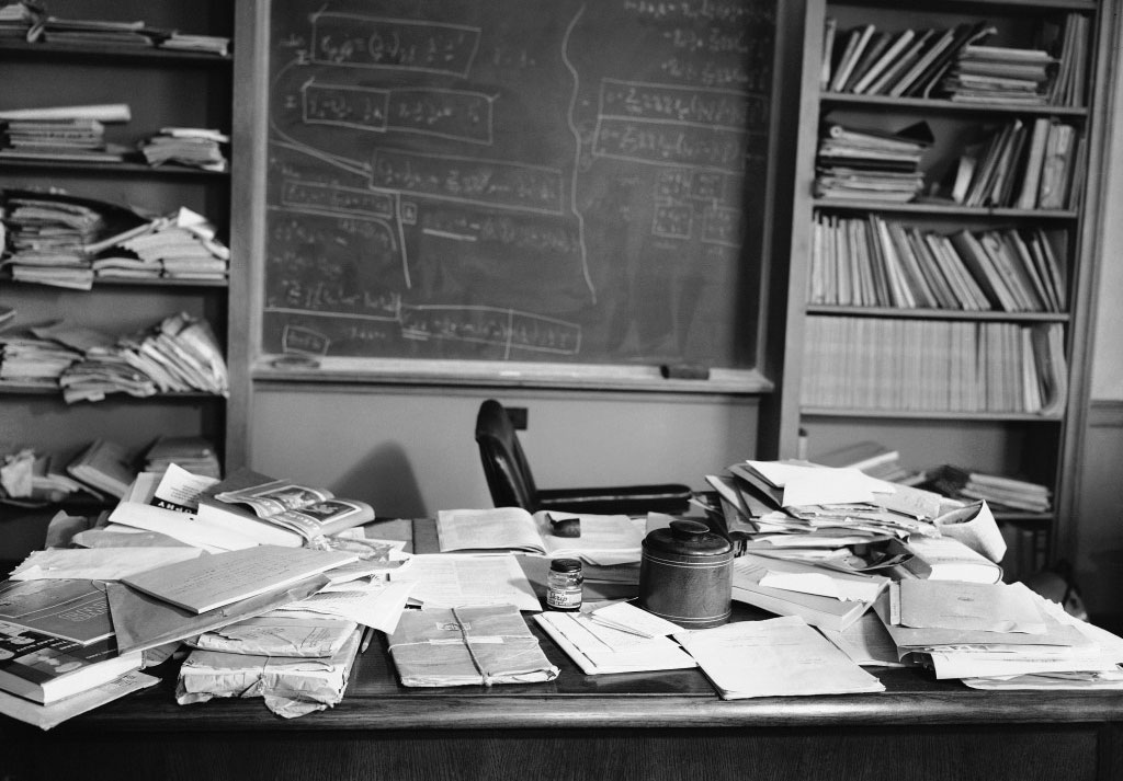 2014-09-Einsteins-cluttered-desk